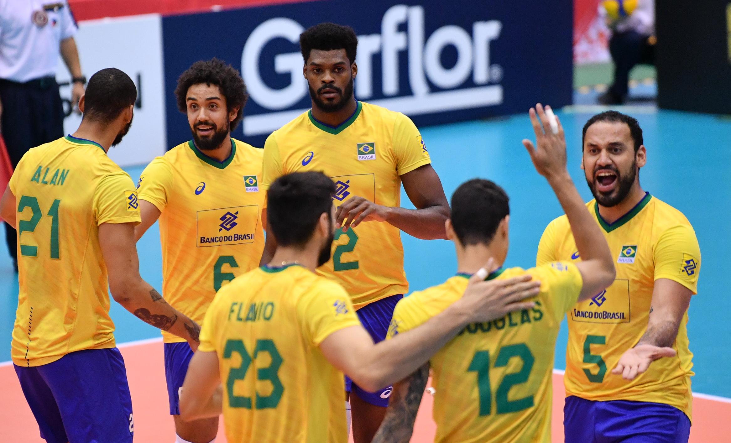 Brasil vence a Tunísia e segue invicto