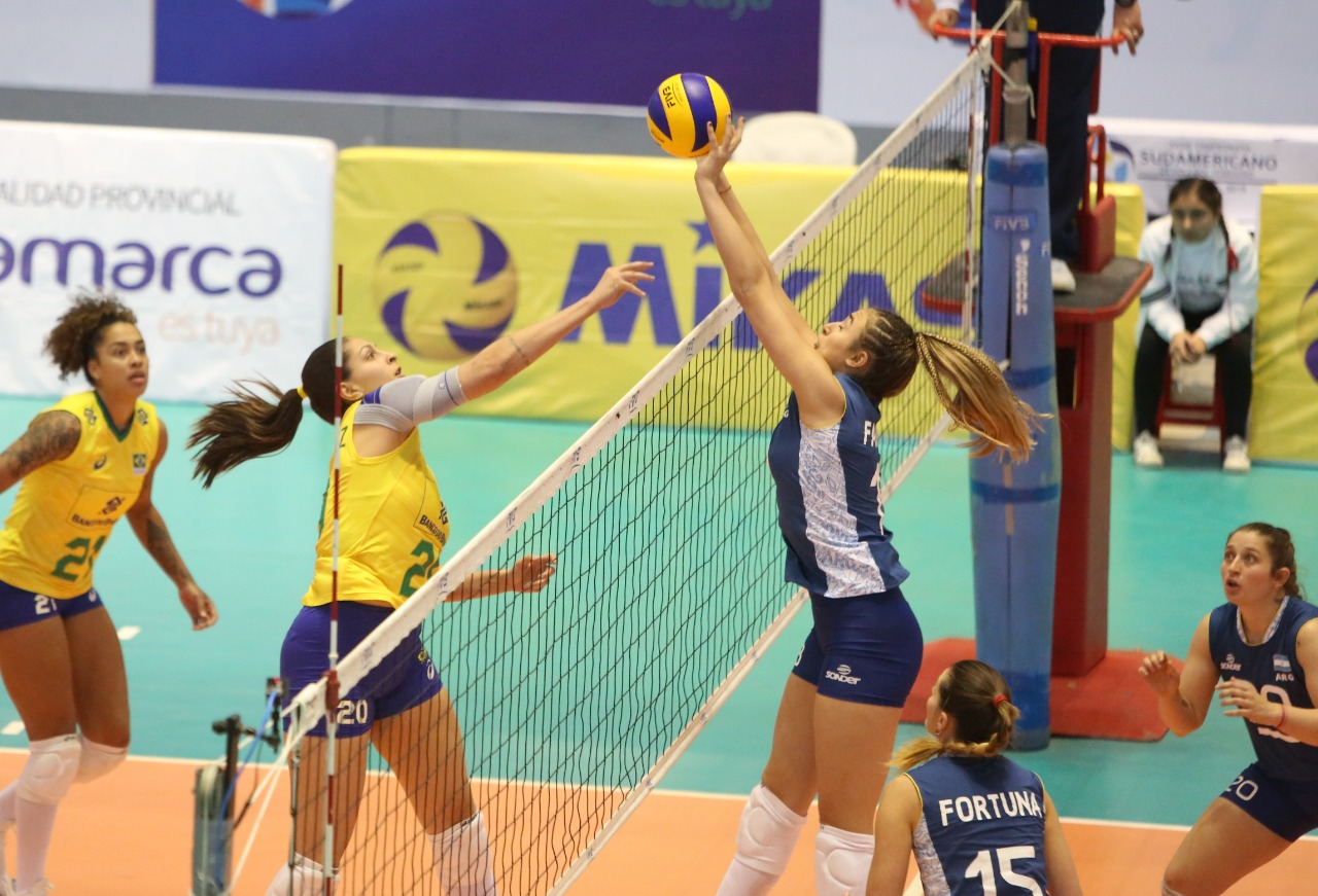 Brasil vence Argentina e se classifica em primeiro lugar no Sul-Americano