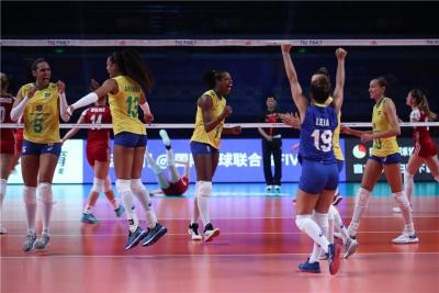 Brasil vence Polônia e está na semifinal