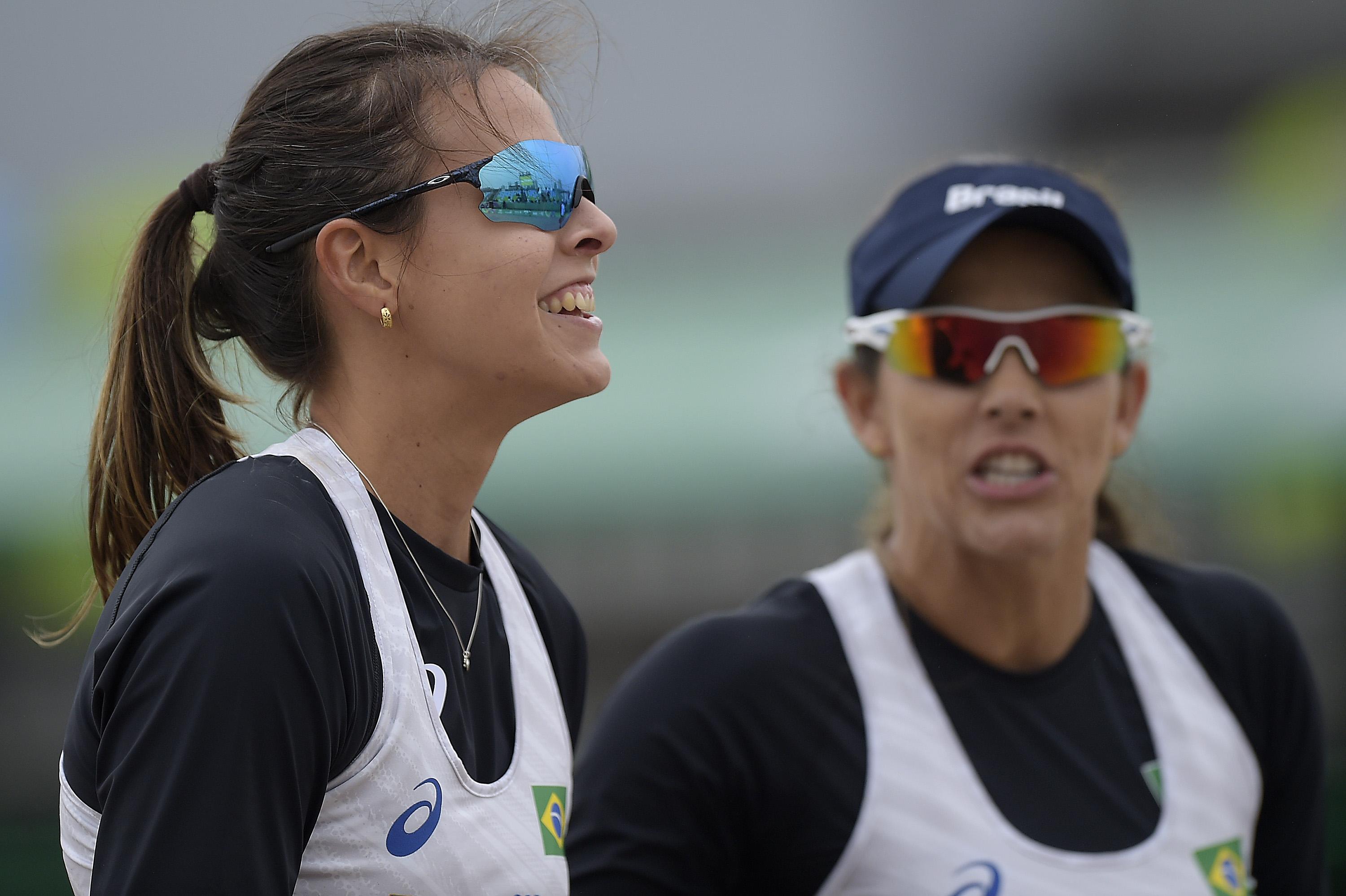 Carol Horta e Ângela são superadas na semifinal e buscam o bronze