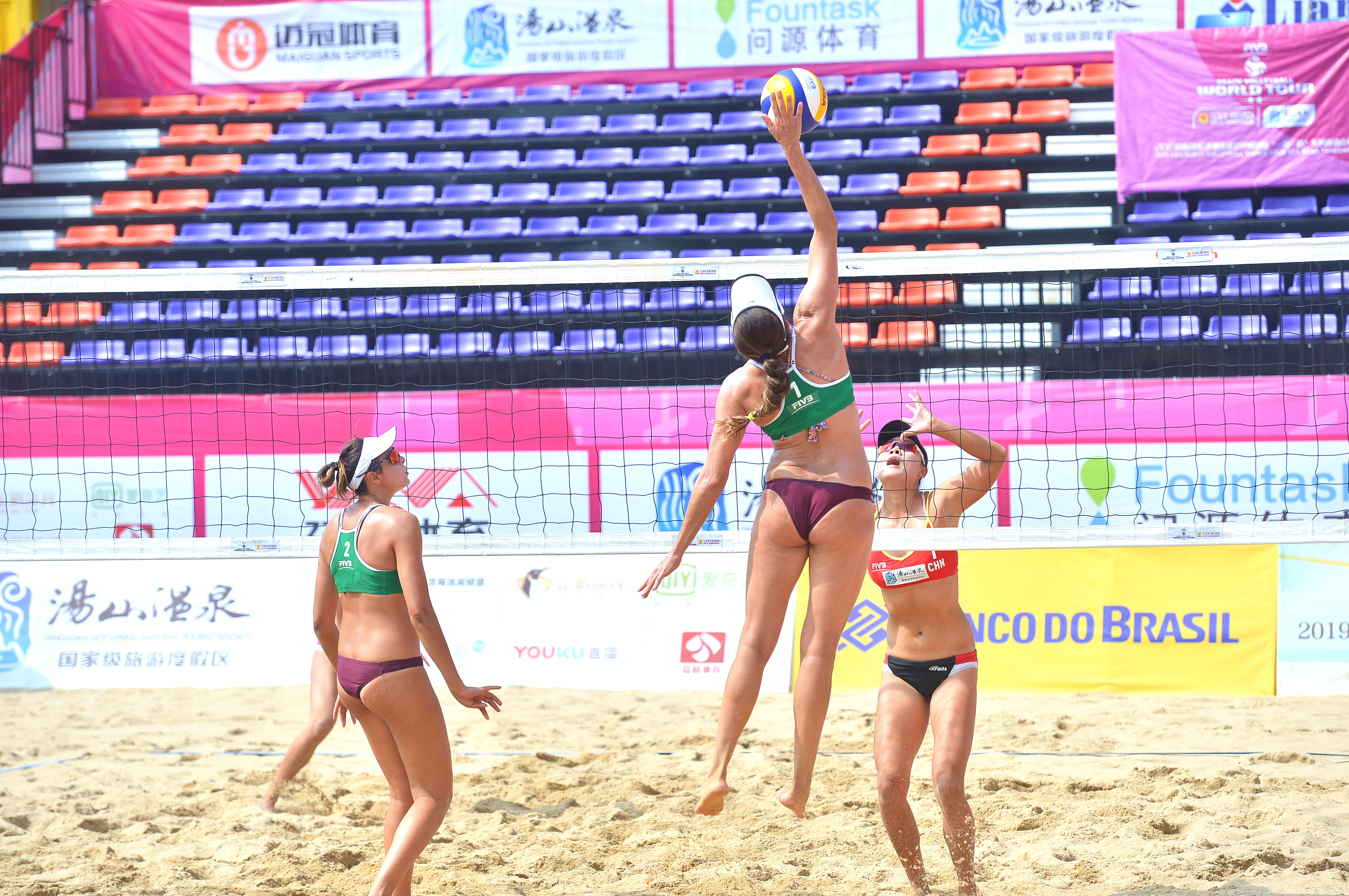 Carol Horta e Ângela vencem dois jogos e vão às oitavas de final na China