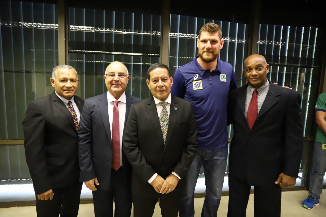 CBV participa de encontro com vice-presidente Hamilton Mourão e secretário especial do Esporte, Marco Aurélio Vieira
