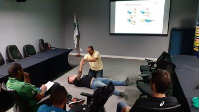 Colaboradores da CBV participam de treinamento para Suporte Básico de Vida