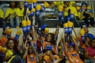 Crianças de quatro núcleos do VivaVôlei acompanham Copa Rio Internacional