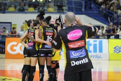 Dentil/Praia Clube vence Hinode Barueri  em quatro sets