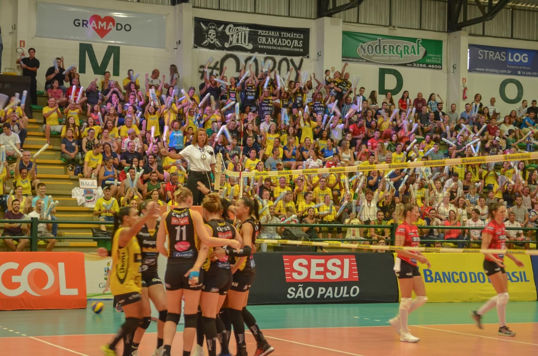 Dentil/Praia Clube vence Sesi Vôlei Bauru e está na final