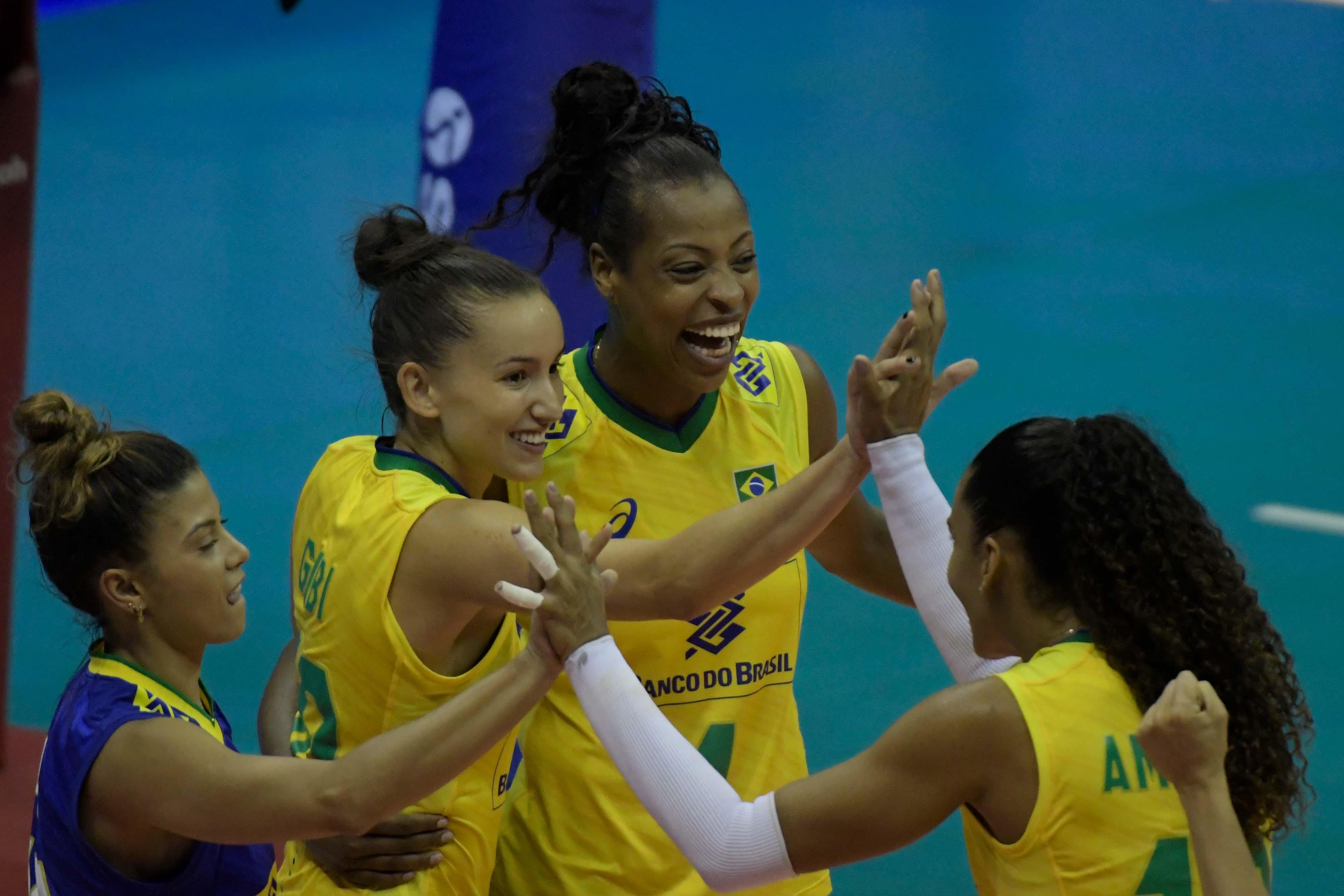 Diante de 9.265 pessoas, Brasil encerra primeira semana com vitória sobre a Rússia