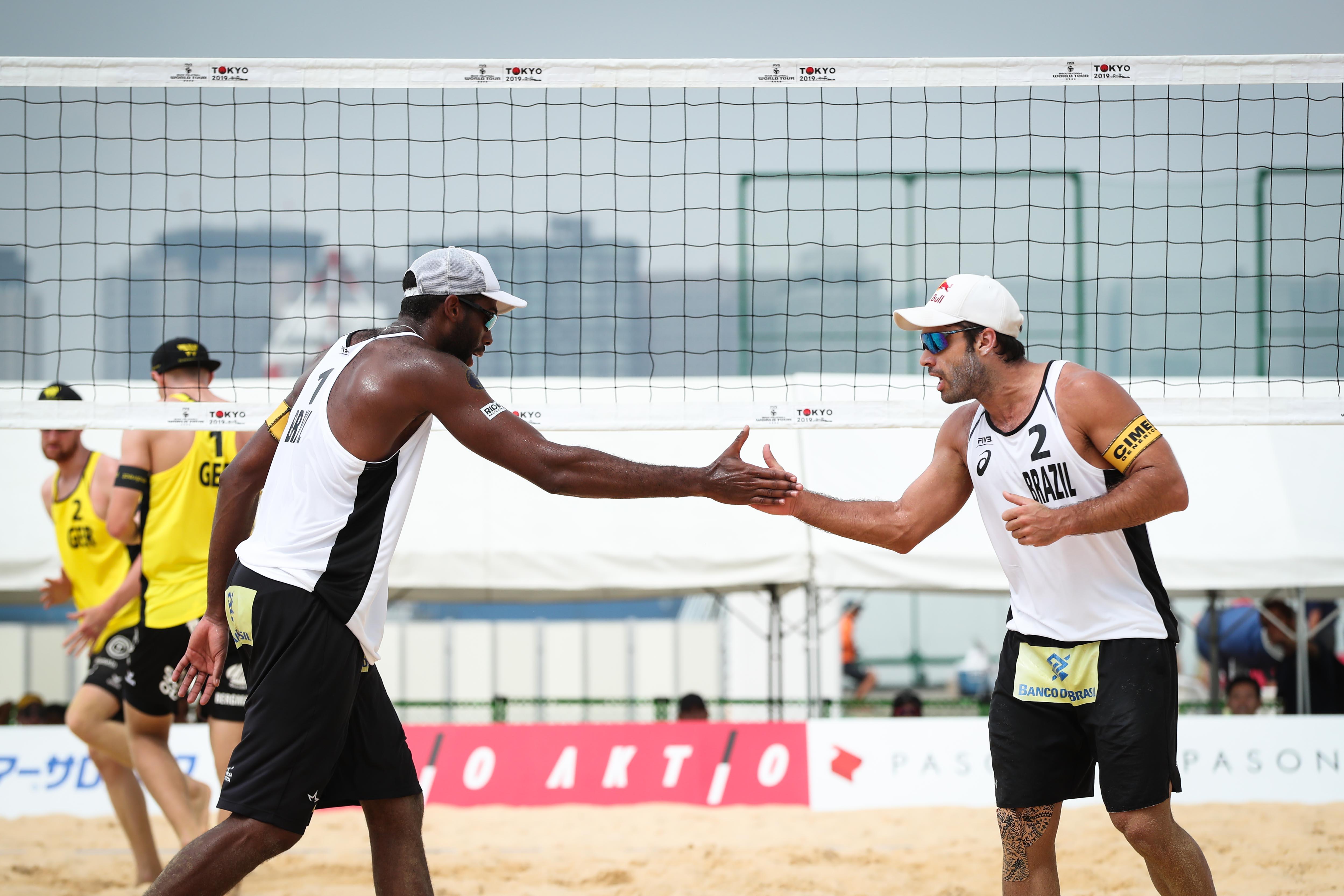 Duplas brasileiras largam com sete vitórias em oito jogos no masculino