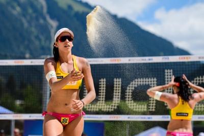 Duplas do Brasil largam com três vitórias no torneio feminino em Gstaad