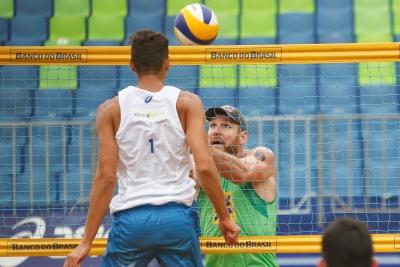 Em Vila Velha (ES), atletas da casa têm saldo positivo e avançam às oitavas