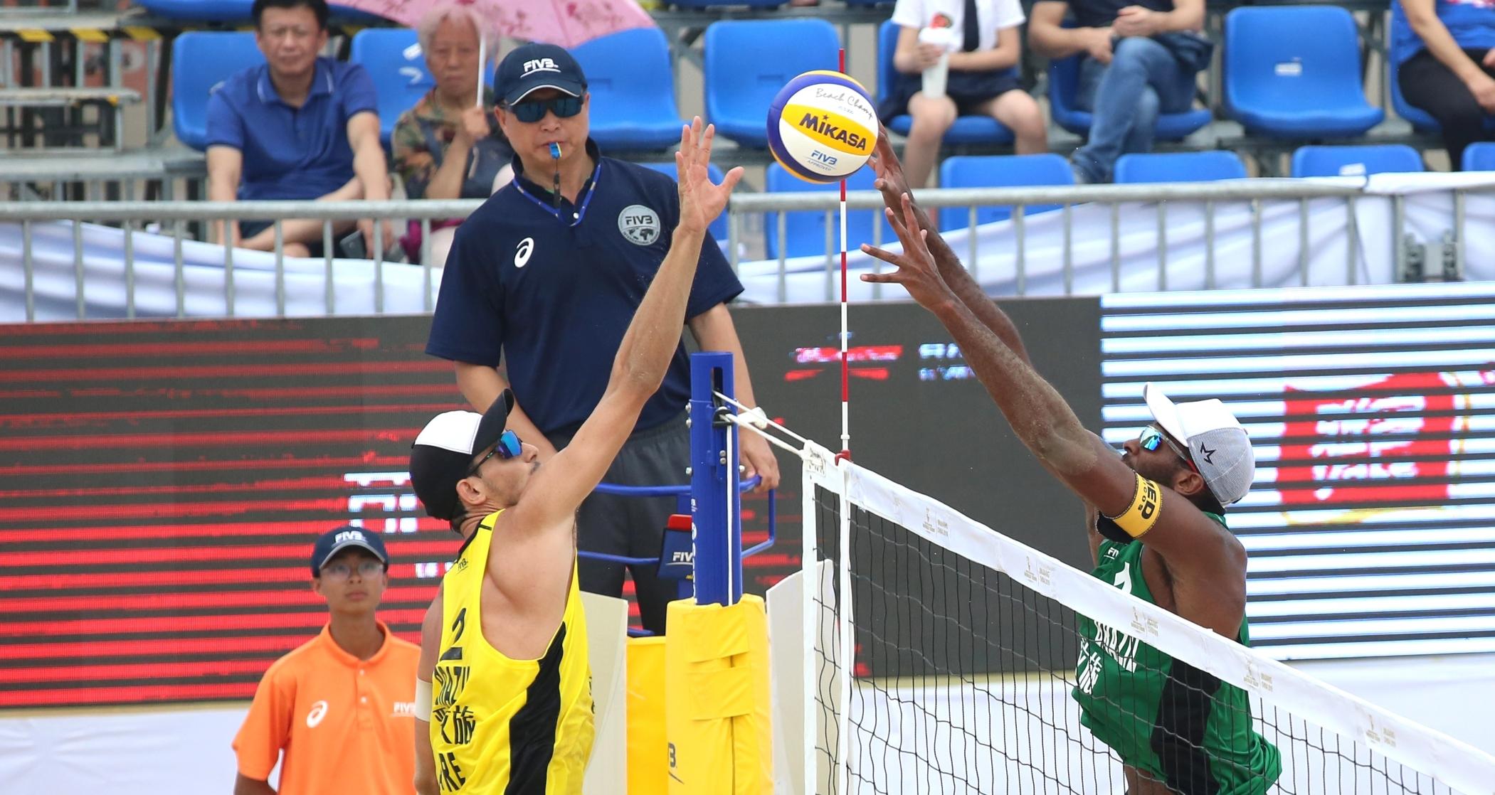 Evandro/Bruno disputa a final, e André/George busca o bronze na China