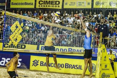 Evandro/Bruno Schmidt e Oscar/Alison fazem a final em João Pessoa (PB)