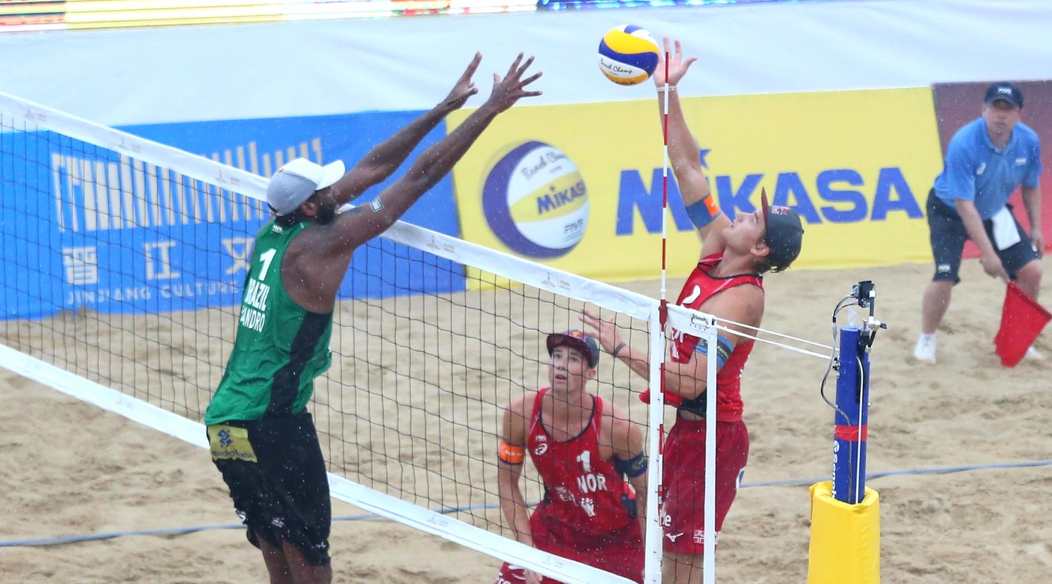 Evandro/Bruno Schmidt fica com a prata, e André/George é bronze na China