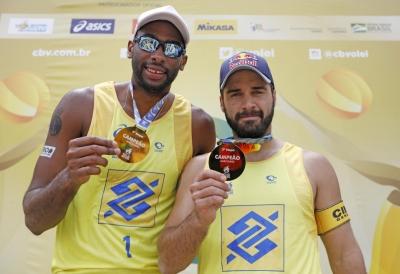 Evandro/Bruno Schmidt vence Alison/Álvaro e leva título em Ribeirão Preto