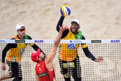 Evandro/Bruno Schmidt vence espanhóis e avança em primeiro no grupo I