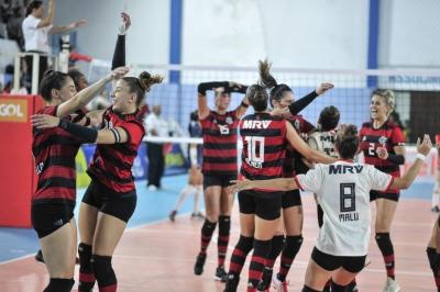 Força do conjunto leva o Flamengo de volta à elite