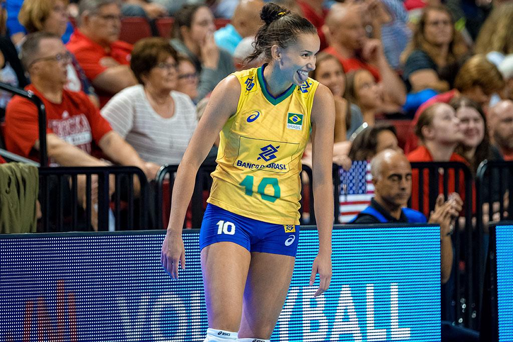 Gabi lidera Brasil na fase final