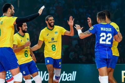 Grupo comemora ponto na vitória sobre o Irã