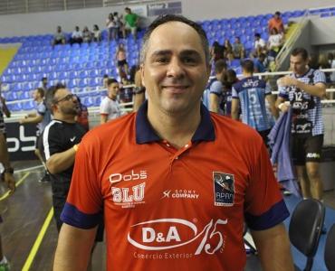 Líder e entusiasta, Donega mantém Blumenau na liderança da Superliga B