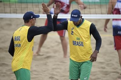 Oscar e Thiago estreiam com vitória tranquila sobre a Costa Rica