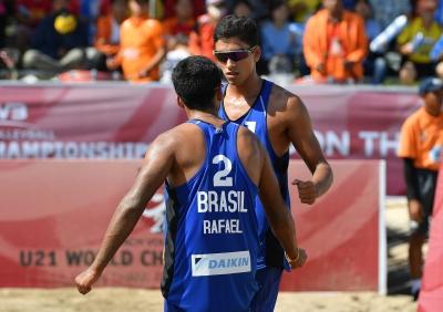 Rafael/Renato avança à final, e Vitoria/Victoria vai à semi