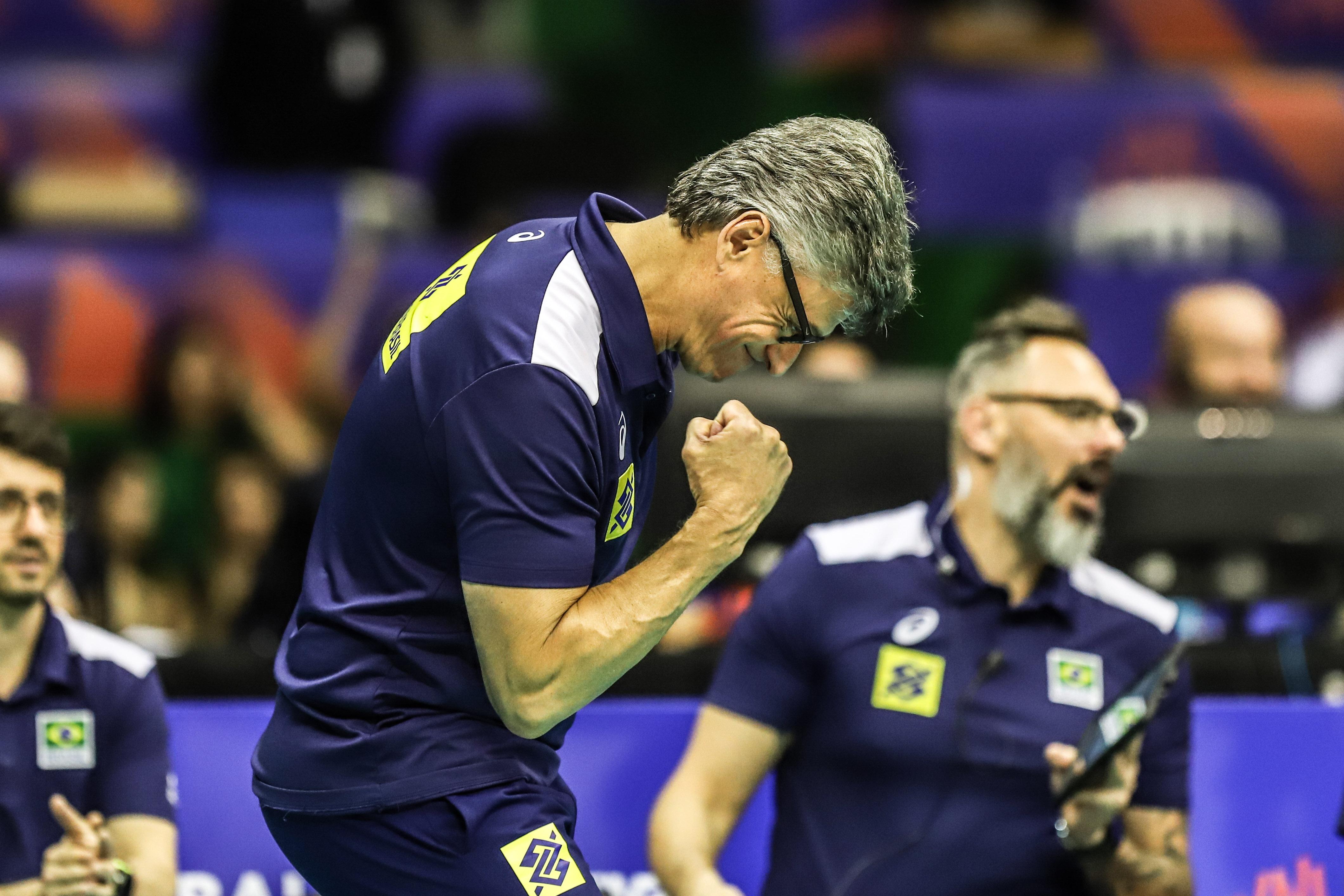 Renan é eleito o melhor técnico de esportes coletivos do ano