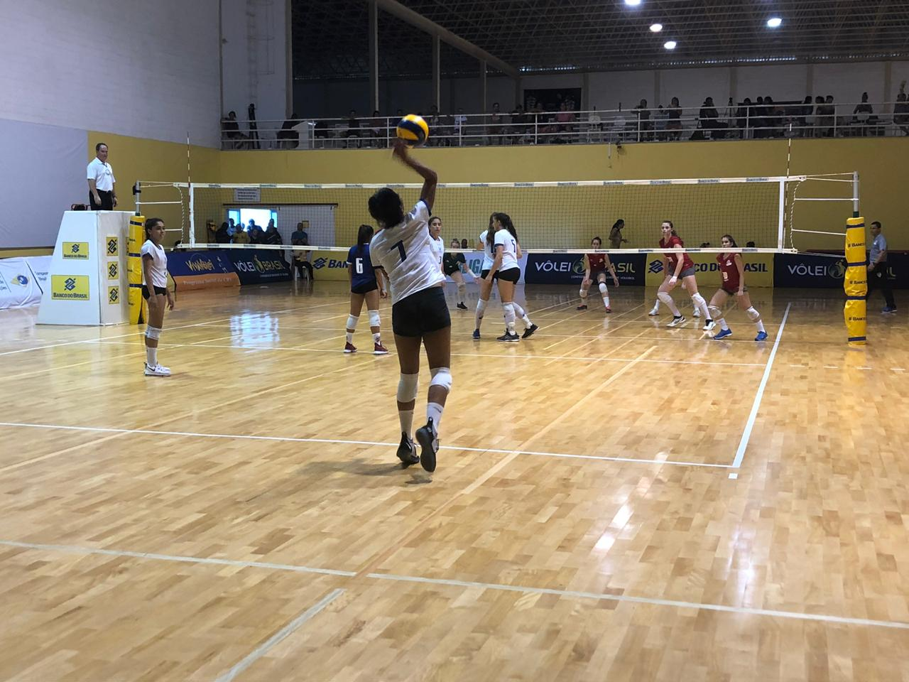 Rio de Janeiro e São Paulo duelam na última rodada em busca do título