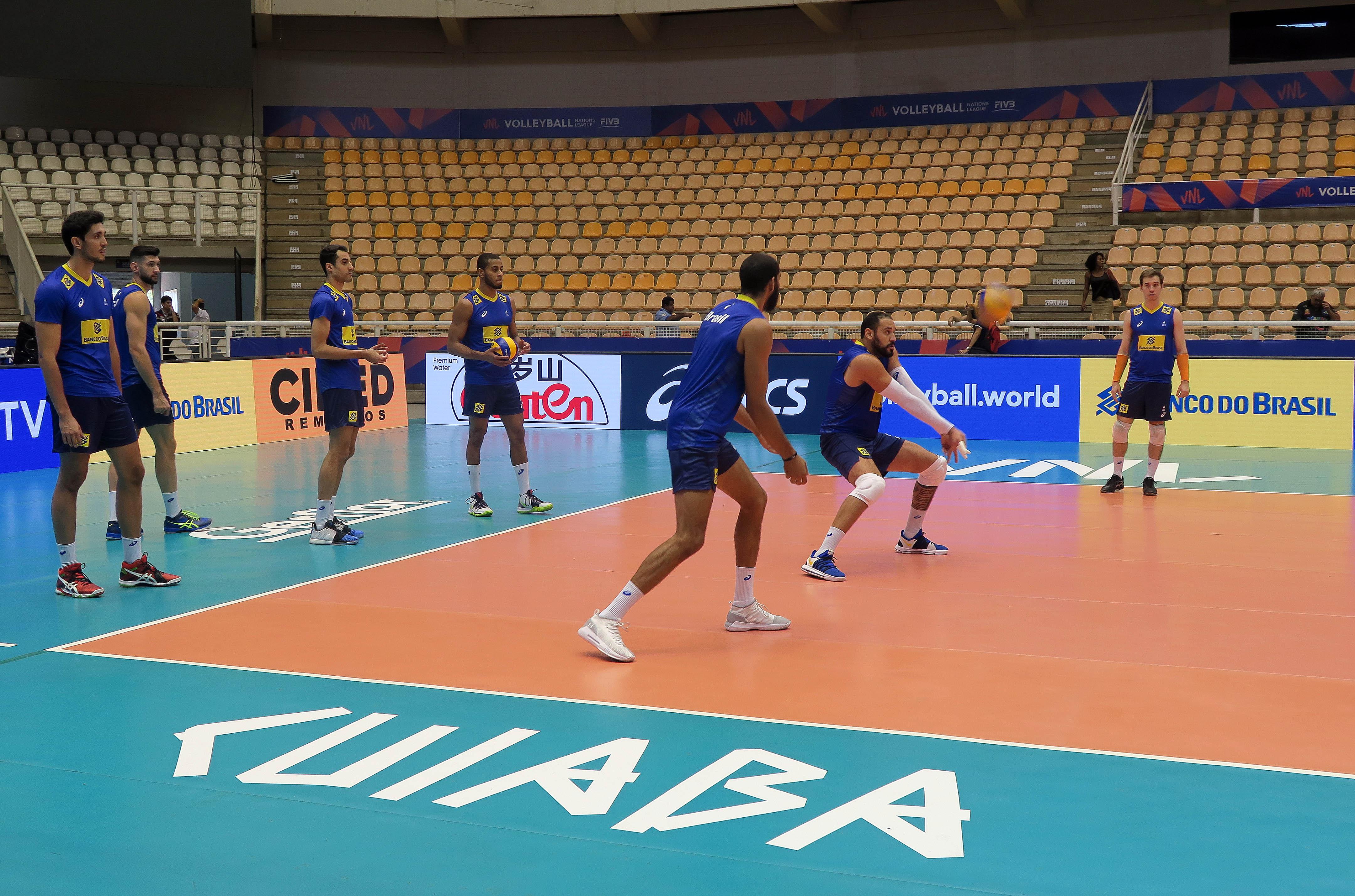 Seleção brasileira faz primeiro treino em Cuiabá