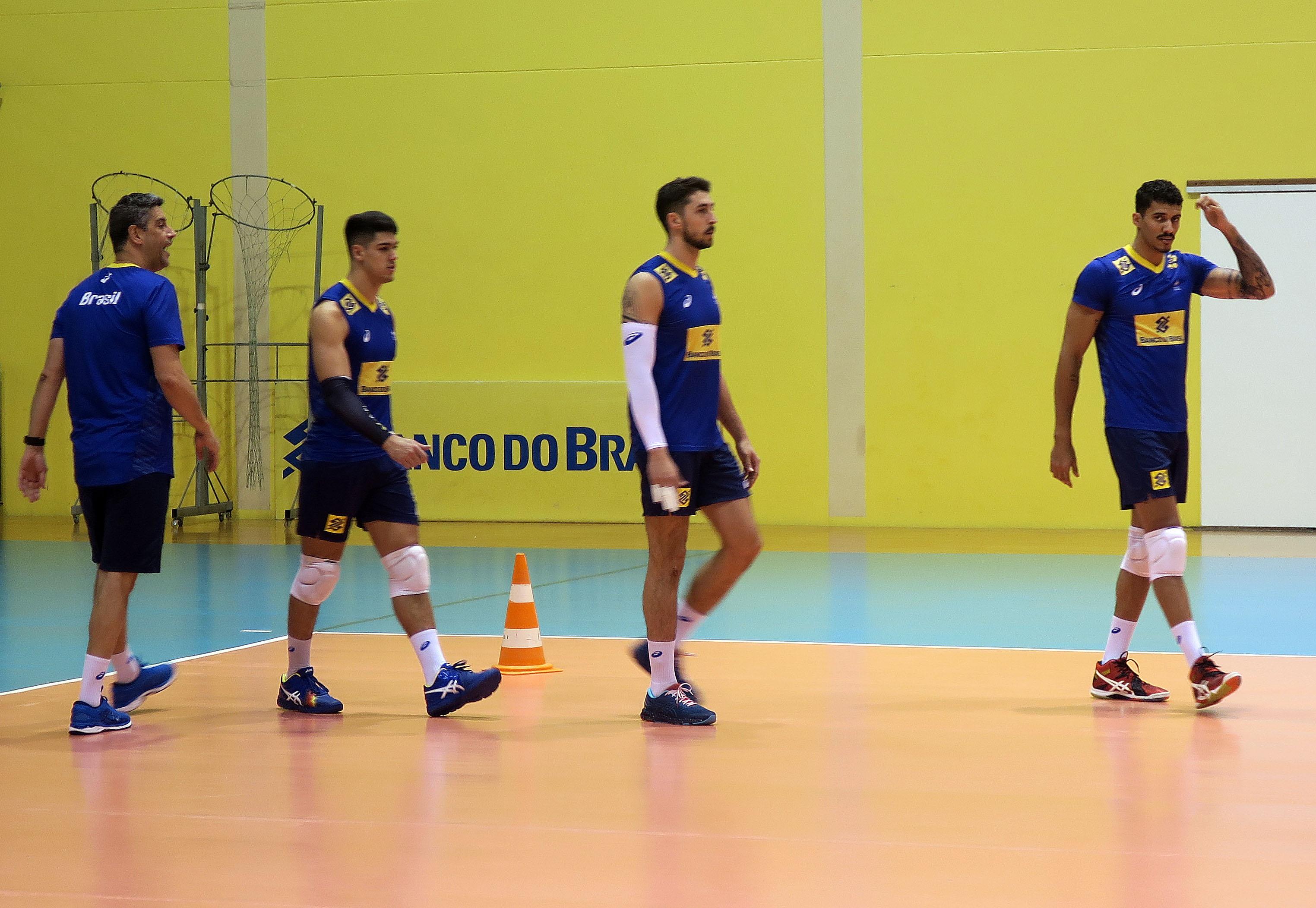 Seleção brasileira faz última semana de treinos antes da viagem para Lima