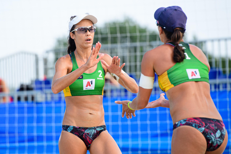 Talita/Taiana e Maria Elisa/Carol deixam Brasil com força total em Viena