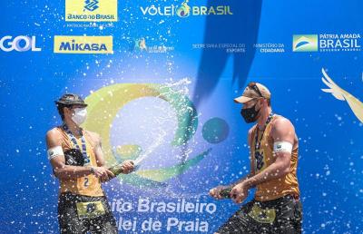 Alison e Álvaro conquistam o segundo título consecutivo na temporada