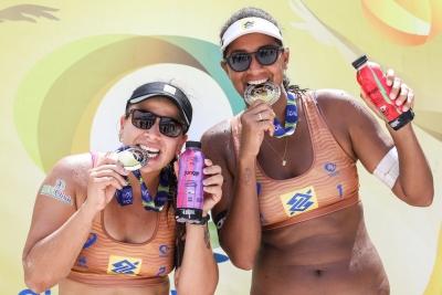 Ana Patrícia/Rebecca celebra primeiro título brasileiro e destaca regularidade