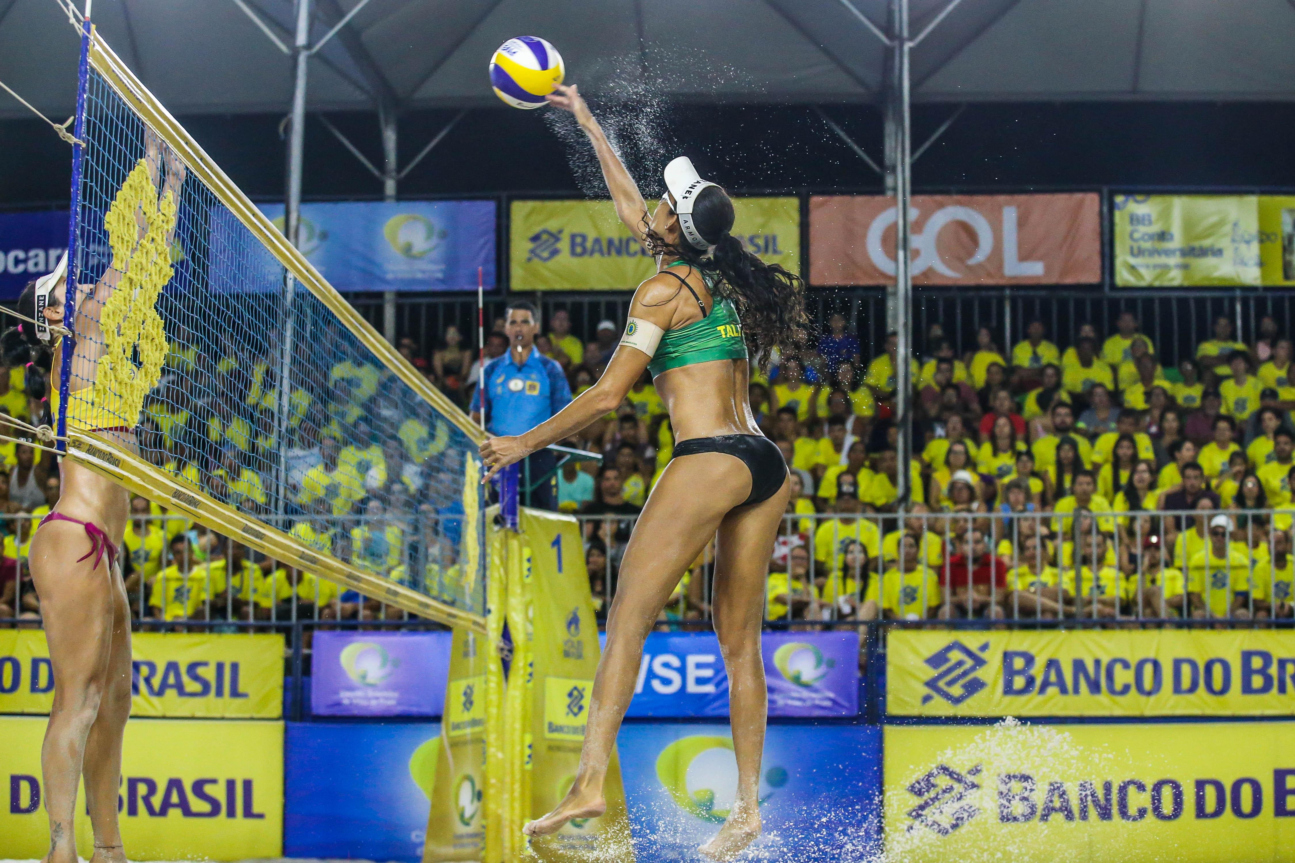 Ana Patrícia/Rebecca enfrenta Talita/Carol Solberg pelo título em Aracaju (SE)