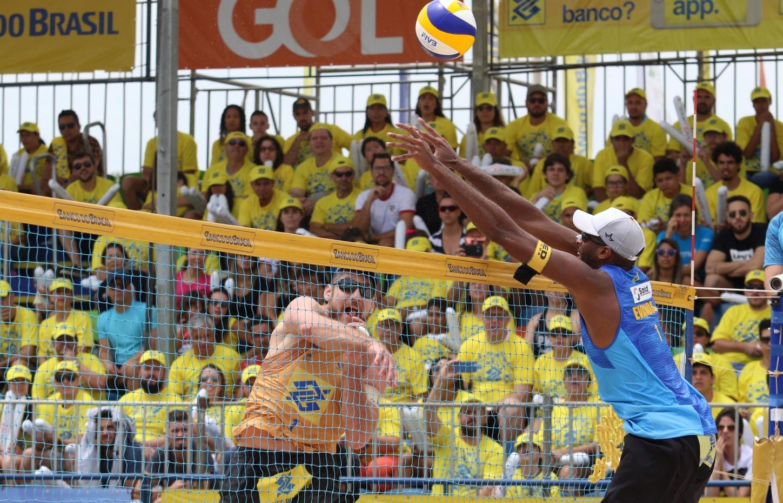 Duplas olímpicas Alison/Álvaro e Evandro/Bruno seguem preparação intensa