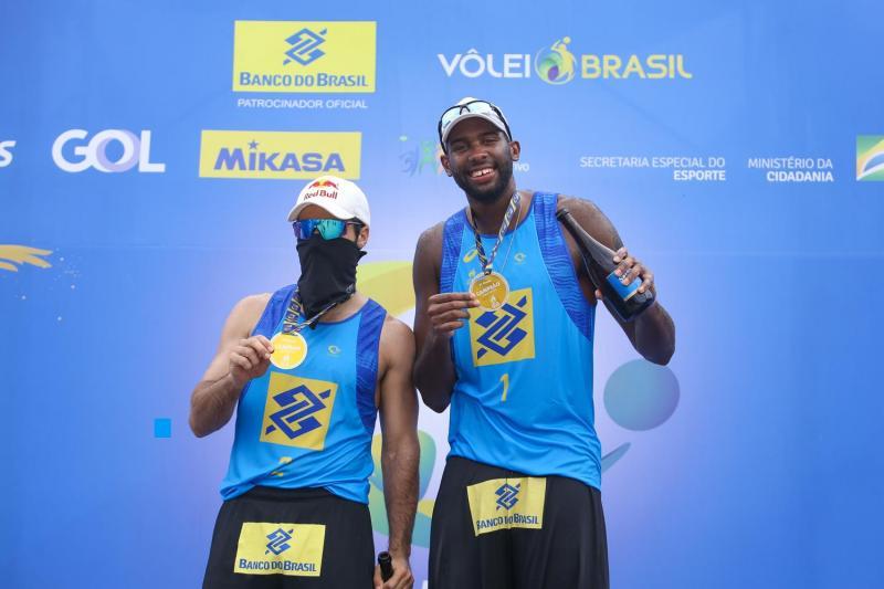 Evandro e Bruno Schmidt fecham o ano com título em Saquarema (RJ)