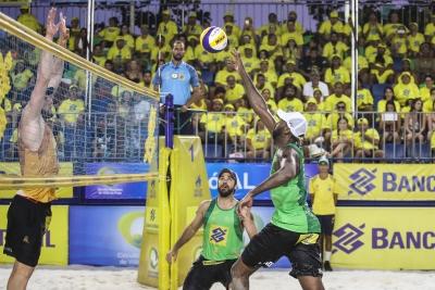 Evandro/Bruno e Ricardo/Vítor Felipe fazem a final em Maceió