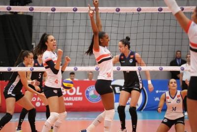 No ginásio do Morumbi, São Paulo/Barueri derrota o Pinheiros