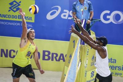 Novas duplas têm destaque e avançam direto às quartas em Saquarema (RJ)