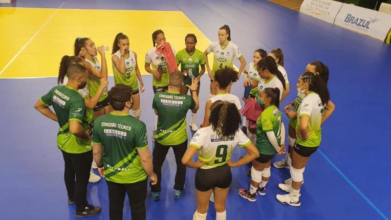 Primeiros semifinalistas definidos no torneio feminino da Superliga C em Contagem