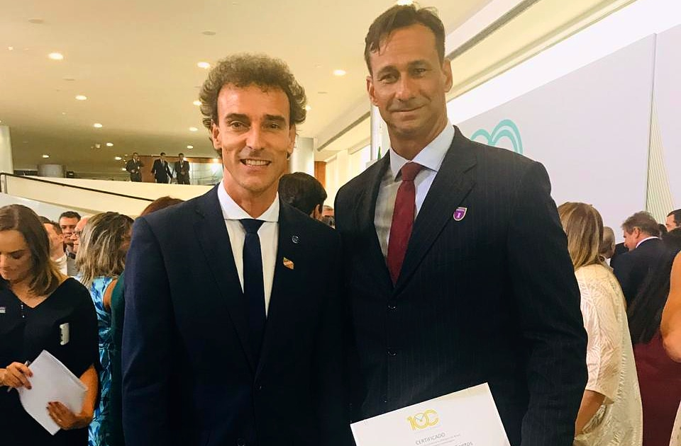 Ricardo recebe medalha de honra ao mérito esportivo em homenagem no DF