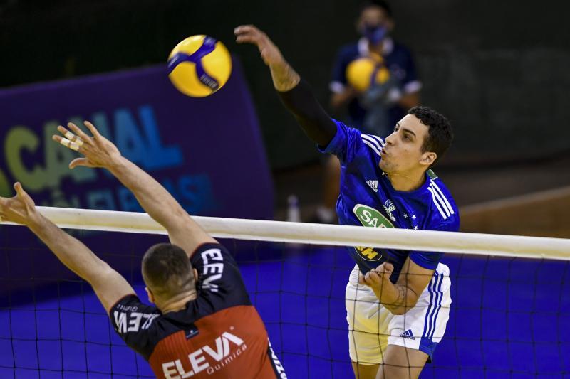 Sada Cruzeiro vence Apan/Eleva/Blumenau em partida adiada e encosta no líder