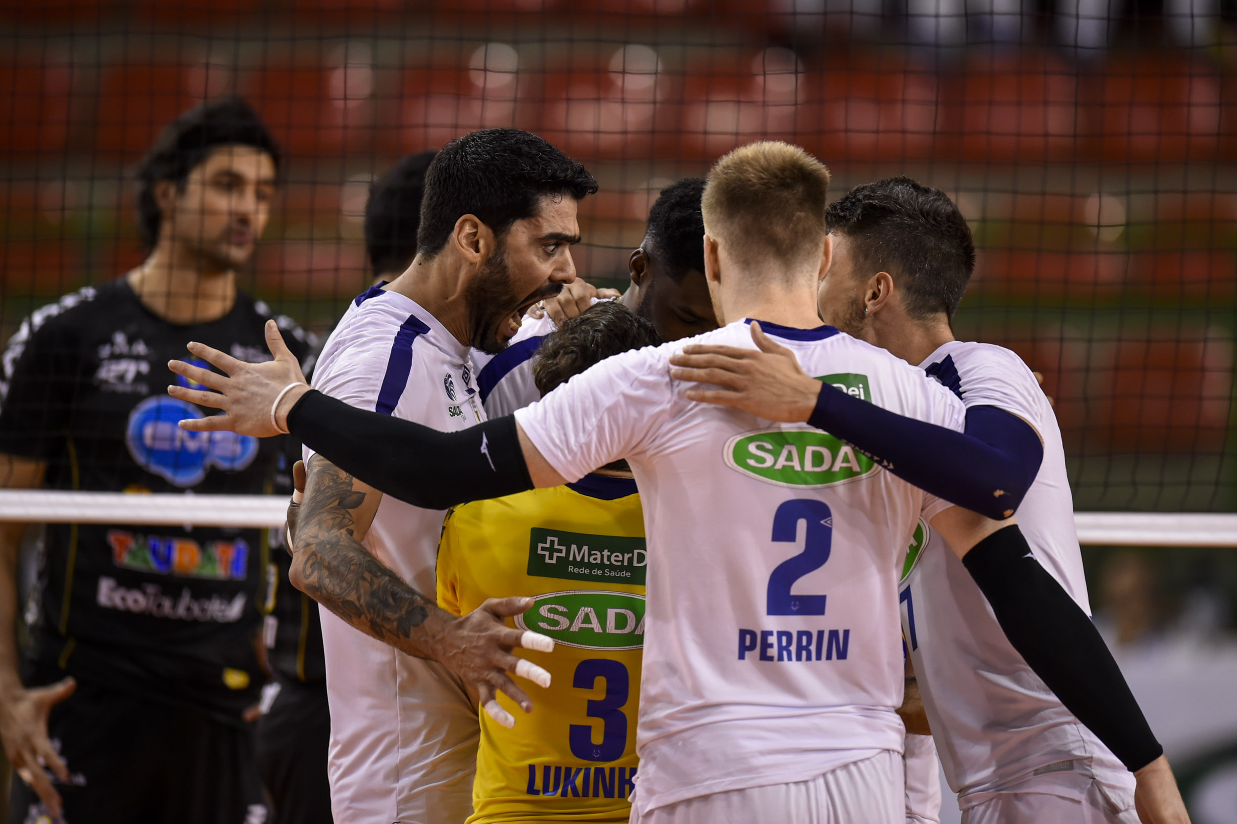 Sada Cruzeiro vence duelo brasileiro e está na final