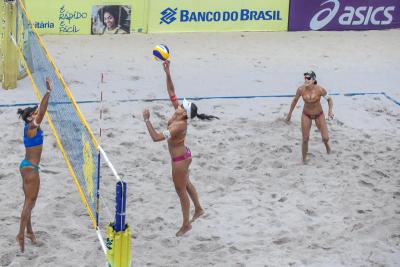 Semifinais definidas em Saquarema com olímpicas e duplas desafiantes