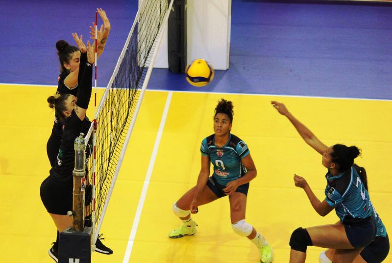 Semifinais marcadas para o torneio feminino da Superliga C em Contagem