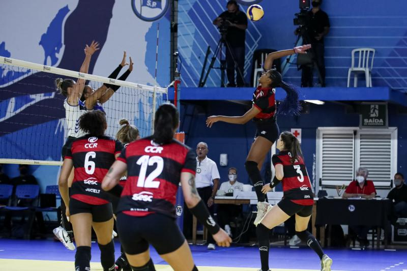 Sesc RJ Flamengo vence Pinheiros e segue invicto