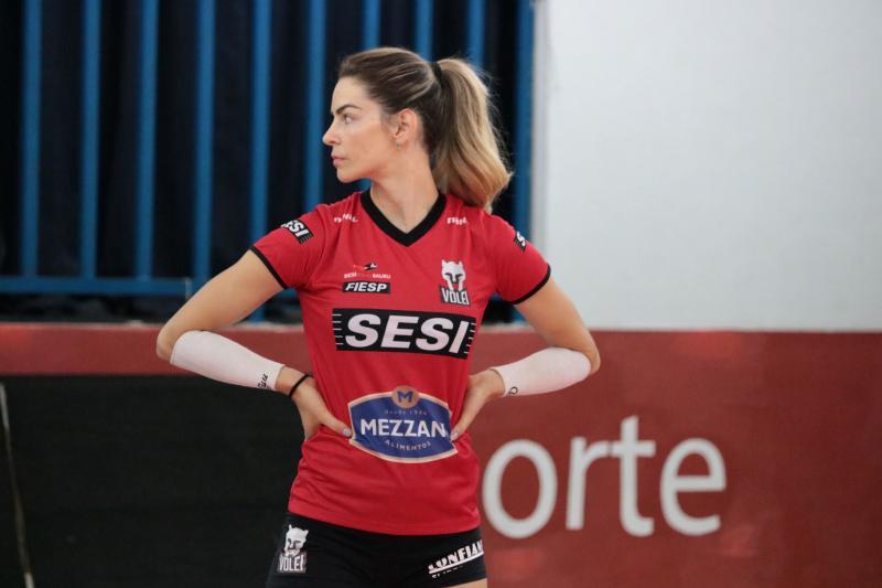 Suelle supera lesão no ombro e volta ao voleibol brasileiro