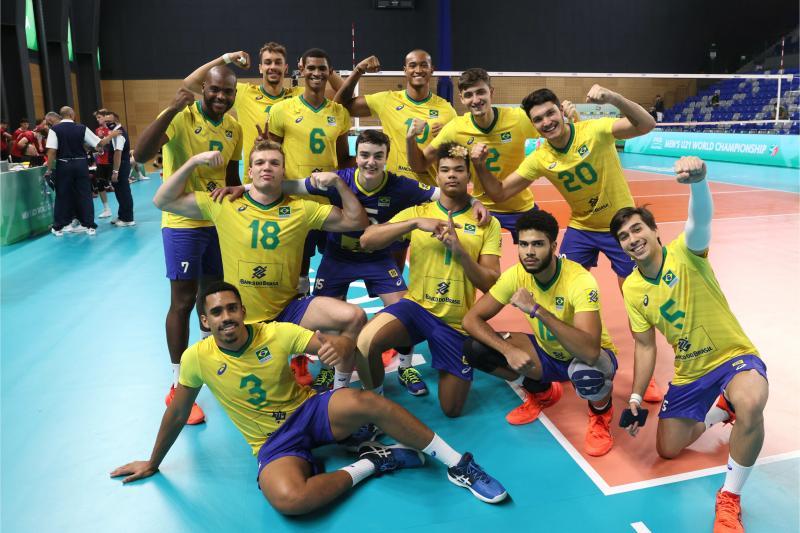 Brasil vence Canadá e garante vaga na próxima fase