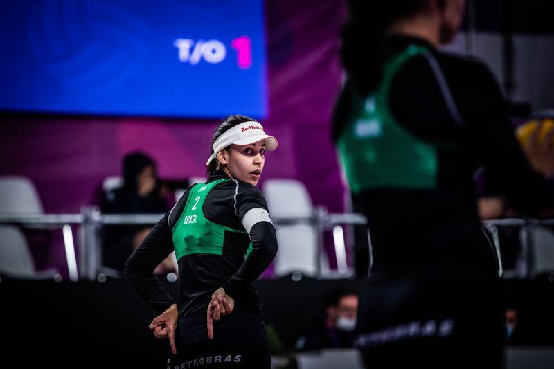 Ágatha e Duda são superadas na estreia no World Tour Finals