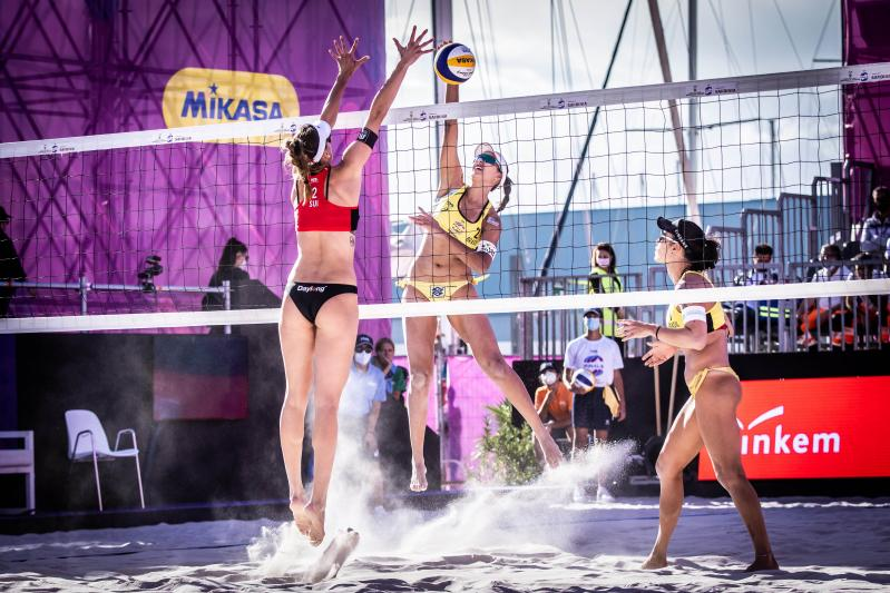 Ágatha e Duda vencem suíças medalhistas olímpicas no World Tour Finals