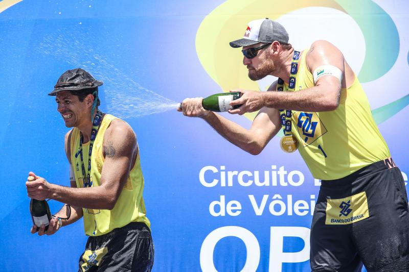 Alison e Álvaro Filho vencem e conquistam terceiro título na temporada
